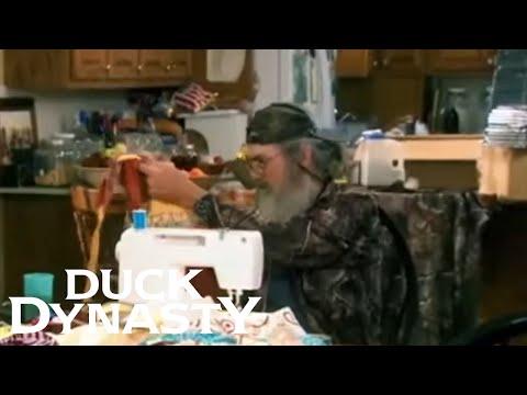 Duck Dynasty: Si Shows Off his Sewing Skills (Flashback) | Duck Dynasty