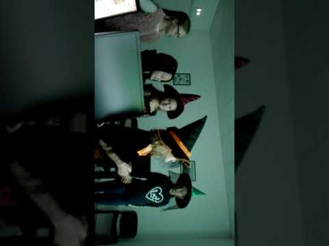 Image illustrative de la vidéo : Knock Knock, Trick or Treat ! Sing along