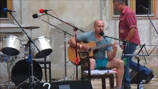 Video Písničkář Tolstolobik-Kdo si hraje...nezlobí.