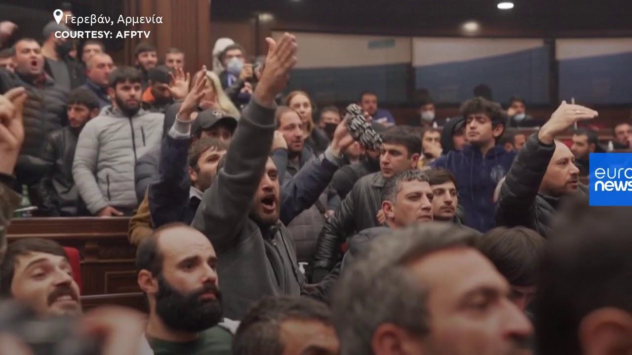 Αρμενία: Διαδηλώσεις και επεισόδια μέσα στη βουλή