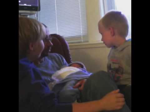 -- En så liten hjerne - Første møte med minsten -- VIDEO --