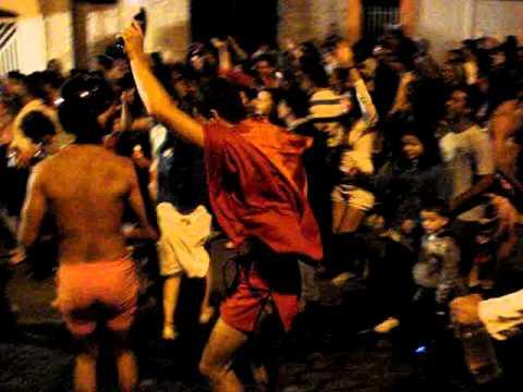 O CABO C TA PEGANDO FOGO! (carnaval 2011 Nazaré Pta.)