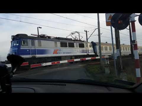 Wideo1: Niebezpieczna sytuacja na przejeździe kolejowym pod Lesznem
