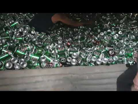 Vaja täynnä tyhjiä tölkkejä – Tässä määrässä on ollut juomista