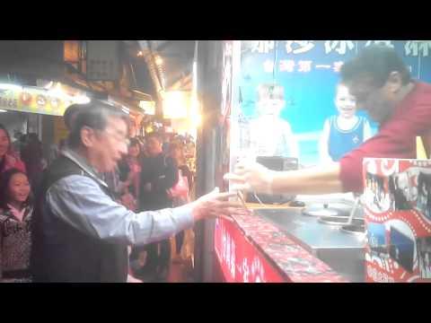 淡水老街土耳其冰淇淋老闆遇到來踢館的對手啦