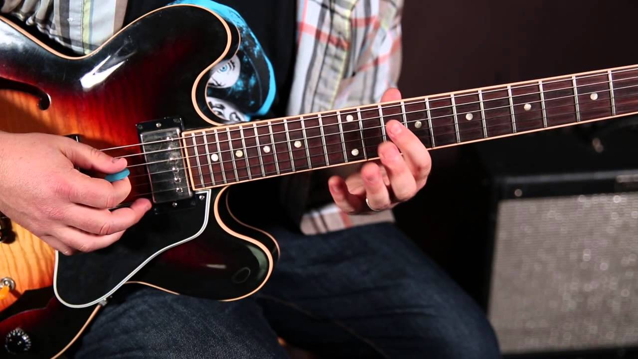 Guitar Soloing Lessons – How to Get Out of The Pentatonic Scale Rut