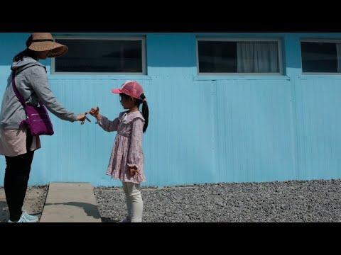 Koreanische Annäherung spüren: Händeschütteln wie K ...