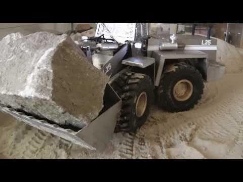 TobiasBraeker - http://tobias-braeker.de Der Felsbrocken wiegt 4565 g The rock weights 4565g.