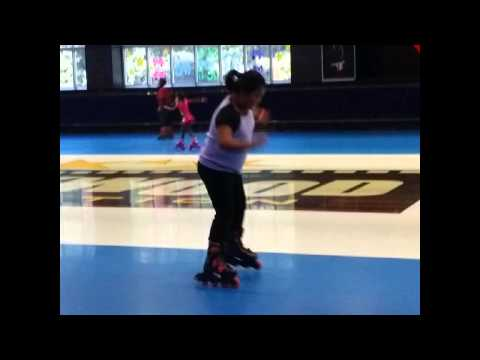 Kids Skating Lessons at Hollywood Connection