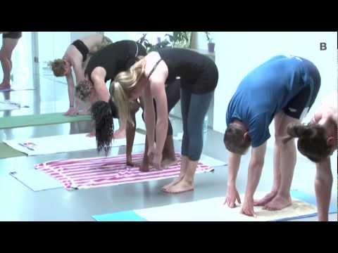 Einfach heiß: Jungereporterin Marie nimmt Bikram-Yoga unter die Lupe
