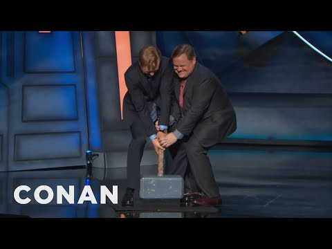 Video Thor's Hammer Is Cluttering Up The #ConanCon Stage  - CONAN on TBS download in MP3, 3GP, MP4, WEBM, AVI, FLV January 2017
