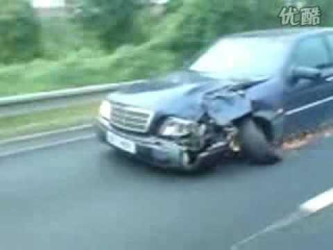 這台車子只剩下三個輪子,居然還能在高速公路上奔馳!?