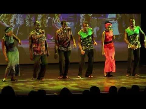 El tema Afrika Öröme, en una actuación del grupo en Hungría.