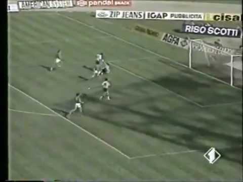 roberto baggio segna al napoli - serie a 1989-1990