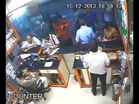 KANHANGAD - Look for the man in Red Shirt. Plz help identify this person.