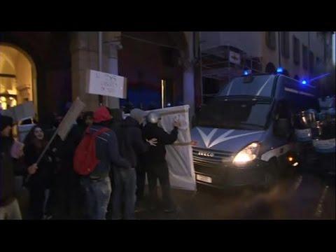 Ιταλία: Σφοδρές συγκρούσεις αστυνομίας και φοιτητών στην Μπολόνια