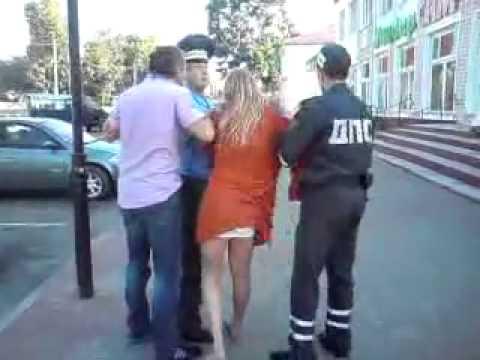 Pijana Rosjanka vs.Trzech Policjantów