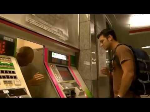 Botón de ayuda en máquina expendedora de tickets del metro de Japón
