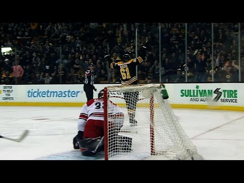 Video: Rick Nash scores first goal with Bruins after sneaking past defence