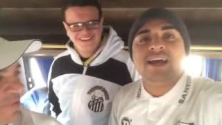 Facebook: Santos Depressivo (facebook.com/santosdepressivo)Instagram: @santosdepressivoSnapchat: santosdepre1912Aqui está o nosso vídeo de arquibancada do jogo de ida das oitavas da Libertadores, onde conquistamos uma importante vitória por 3x2 diante do Atlético-PR fora de casa. O vlog foi gravado pelo nosso correspondente Bruninho Carvalho.SOBRE O JOGO:'Dono da Vila', Santos vence Furacão fora e leva vantagem na LibertadoresPeixe saiu atrás no placar da Vila Capanema, mas buscou empate e virou com ajuda de Weverton no segundo gol e sai na frente nas oitavas de final.Que o Santos é o dono da Vila Belmiro todos já sabem. Mas nesta quarta-feira, o Peixe mostrou que também pode mandar em outra vila. Desta vez, a vitória aconteceu na Vila Capanema, sobre o Atlético-PR, de virada, por 3 a 2, no jogo de ida das oitavas de final da Libertadores.FICHA TÉCNICA:ATLÉTICO-PR 2 X 3 SANTOSLocal: Vila Capanema, Curitiba (PR)Data-Hora: 5/7/2017 - 19h15Árbitro: Roberto Tobar (CHI)Auxiliares: Marcelo Barraza (CHI) e Claudio Rios (CHI)Público/renda: 13.770 pagantes/R$ 243.395,00Cartões amarelos: Thiago Heleno e Otávio (APR)Cartões vermelhos: -Gols: Nikão (6'/1ºT) (1-0), Kayke (25'/1ºT) (1-1), Bruno Henrique (11'/2ºT) (1-2), Kayke (22'/2ºT) (1-3) e Éderson (26'/2ºT) (2-3)ATLÉTICO-PR: Weverton; Cascardo, Paulo André, Thiago Heleno e Sidcley; Otávio, Lucho González (Pablo, aos 15'/2ºT) e Matheus Rossetto (Grafite, aos 28'/2ºT); Nikão, Douglas Coutinho (Carlos Alberto, aos 16'/2ºT) e Éderson. Técnico: Eduardo Baptista.SANTOS: Vanderlei; Victor Ferraz, Lucas Veríssimo, David Braz e Jean Mota; Renato, Thiago Maia e Lucas Lima (Vecchio, aos 42'/2ºT); Bruno Henrique, Copete e Kayke (Noguera, aos 47'/2ºT). Técnico: Levir Culpi.