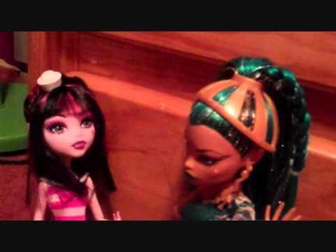 A Short Monster High Doll Movie 30 (Nefera attack!!!)