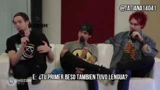 5SOS Michael Clifford Reveals His First Kiss Story! (Sub español)