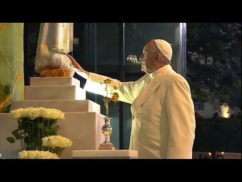Pope visits Portugal to make shepherd children saints