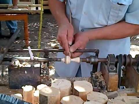Download Arte en madera torneando un trompo.3GP HD Mp4 3GP Video and MP3