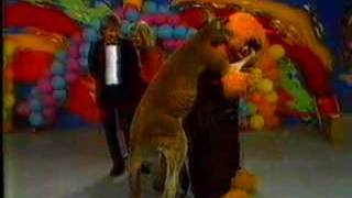 Nonton Marty Monster And Rags The Kangaroo On The Early Bird Show Film Subtitle Indonesia Streaming Movie Download