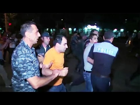 Αρμενία: Νέες συγκρούσεις διαδηλωτών με την αστυνομία
