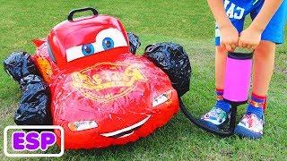 Vlad juega con coches rotos
