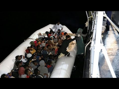 Λιβύη: Δραματική διάσωση μεταναστών μέσα στη νύχτα