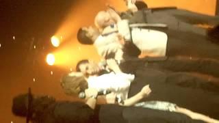 """Lulu Gainsbourg 8/11/11 @Casino de Paris """"La Javanaise"""" avec le Public & """"Couleur Café Final"""".MP4"""