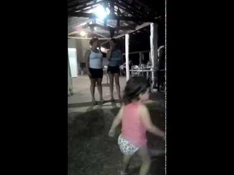 Alice dançando em Abaete-MG