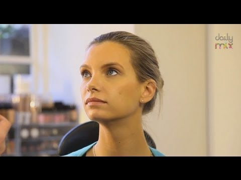 NATURAL MAKE-UP: NAKED BEAUTY WITH WAYNE GOSS
