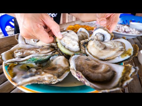 The Oyster King of Thailand - UNCLE TOM'S HUGE OYSTERS and Seafood at Floating Restaurant!