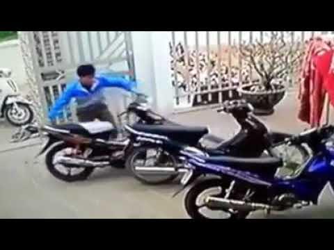 Bé trai dũng cảm giằng co với tên trộm xe nhưng cái kết không mong đợi