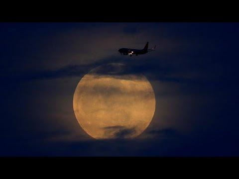 Εικόνες από την ολική έκλειψη σούπερ-Σελήνης