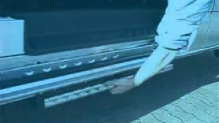 Pomocný schůdek bočních dveří 001 ve voze FORD Transit