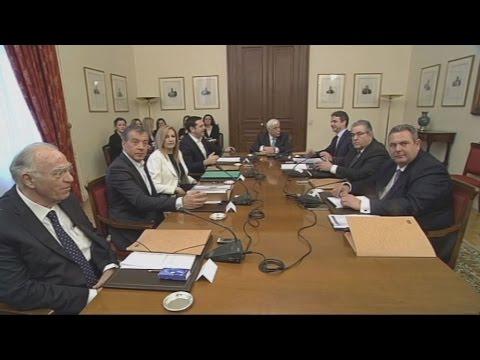 Φακέλους με στοιχεία για το προσφυγικό, παρέδωσε ο Αλ.Τσίπρας στους πολιτικούς αρχηγούς