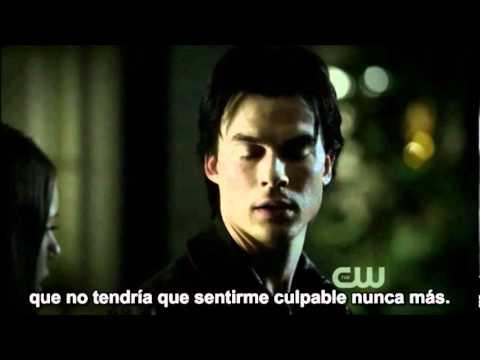 Damon besa a Elena (EP 3x10)