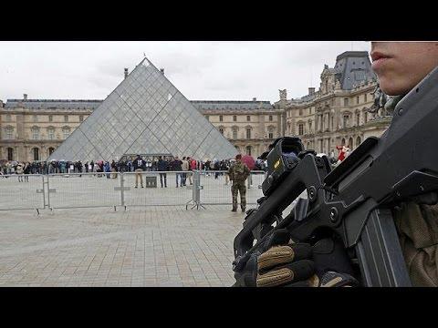 Πυροβολισμοί κοντά στο Μουσείου του Λούβρου