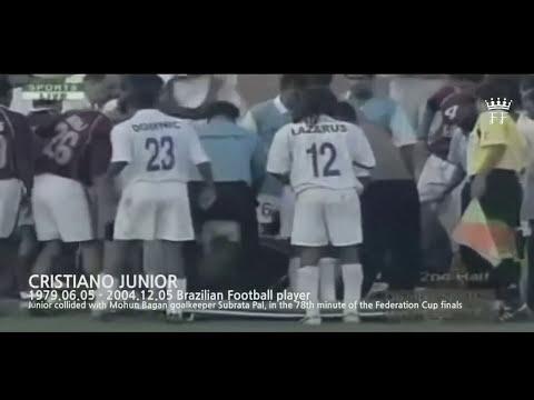 Pemain Sepak Bola Kematian Di Lapangan • Sepakbola Saat Sedih