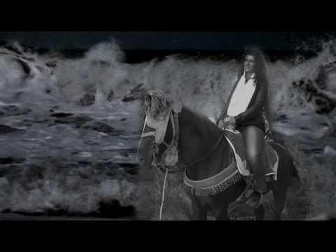'Interroge l'océan' : Poème de Nicole Coppey