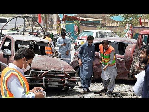 Πολύνεκρη επίθεση την ώρα που οι Πακιστανοί προσέρχονται στις κάλπες…