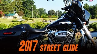4. 2017 Harley-Davidson® FLHX - Street Glide® Vivid Black