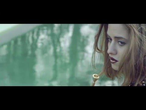 Moderátorka Emma Smetana je i talentovaná muzikantka: Mrkněte na videoklip a fotky z koncertu