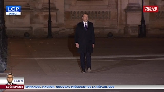 Video La marche solitaire d'Emmanuel Macron au Louvre MP3, 3GP, MP4, WEBM, AVI, FLV November 2017