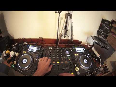 DJ MIXING LESSON ON DUB STEP HOW TO FIND THE TIMING AND PHRASE MIXING SKYPE DJ LESSONS