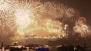 Stunning! Sydney opens New Year 2015 celebrations with fireworks